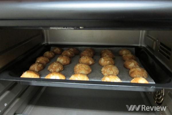 Bạn mang bánh đi nướng trong 10 phút ở 180 độ C