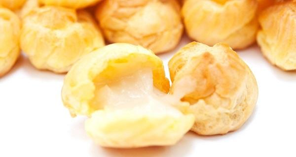 Bạn có thể tùy biến mùi vị của bánh bằng cách thêm bột hương vào nhân bánh.