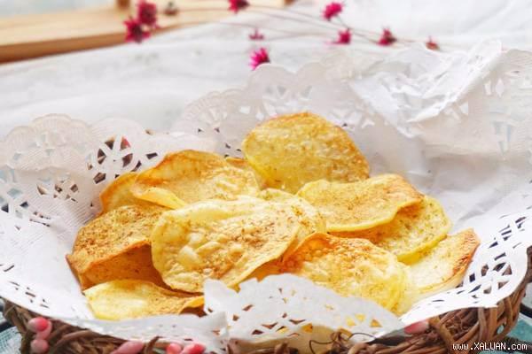 Món bim bim khoai tây có mùi thơm hấp dẫn, vị mặn béo nhẹ