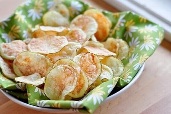 Chờ cho khoai tây nguội bớt và thế là món snack khoai tây của bạn đã sẵn sàng