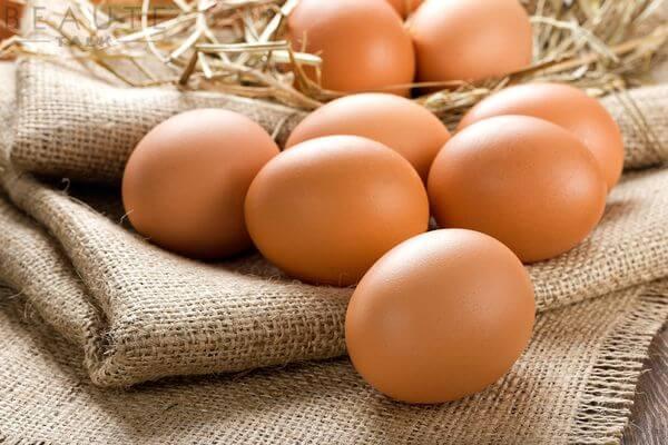 2 quả trứng gà.