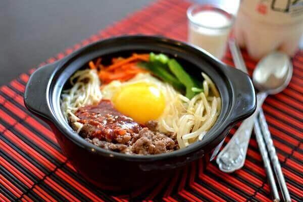 Món cơm trộn Việt Nam vô cùng đơn giản mà lại tiết kiệm được nhiều chi phí.