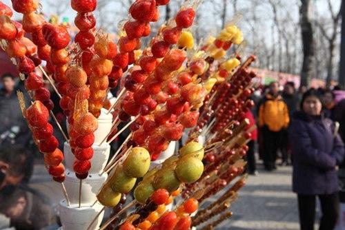 Kẹo hồ lô là món ăn truyền thống Trung Quốc - Cách làm kẹo hồ lô giống như trong các phim kiếm hiệp, phim cổ trang Trung Quốc