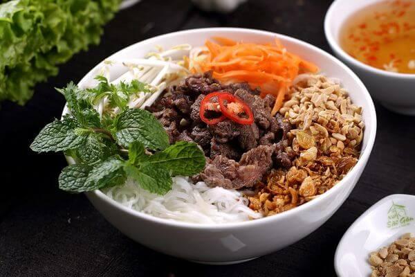 Cách nấu bún bò Nam Bộ thơm ngon cực đã tại nhà chỉ 8 bước đơn giản