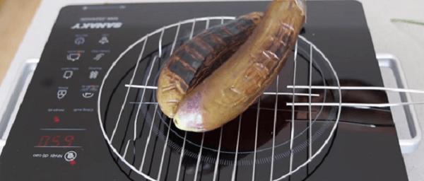Bạn cũng có thể dùng chảo đế dày hoặc bếp điện chuyên dụng