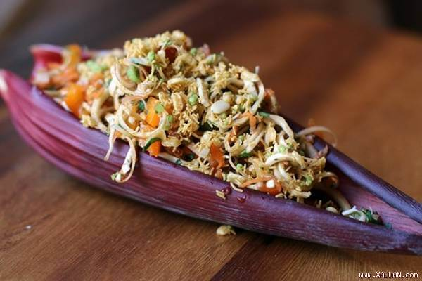 Cách làm nộm hoa chuối tai heo cà rốt không bị thâm