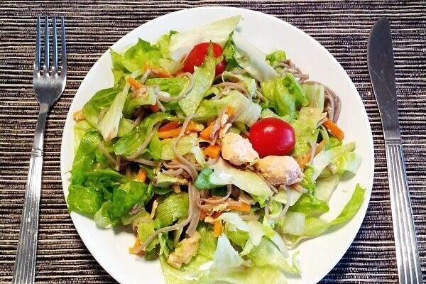 Giải ngán với cách làm salad cá ngừ siêu ngon