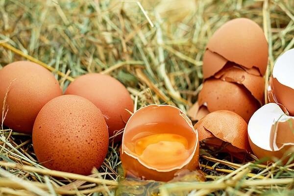 1 quả trứng gà (chọn trứng gà sạch, tươi, mới)