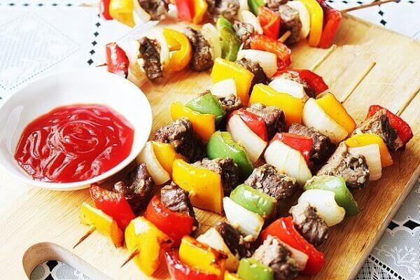 Cách làm xiên que nướng thập cẩm thịt heo, thịt bò với rau củ ngon chỉ 6 bước đơn giản tại nhà