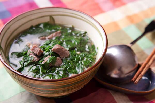 Cách nấu canh rau ngót với thịt bằm ngon giải nhiệt cơ thể chỉ 4 bước đơn giản tại nhà