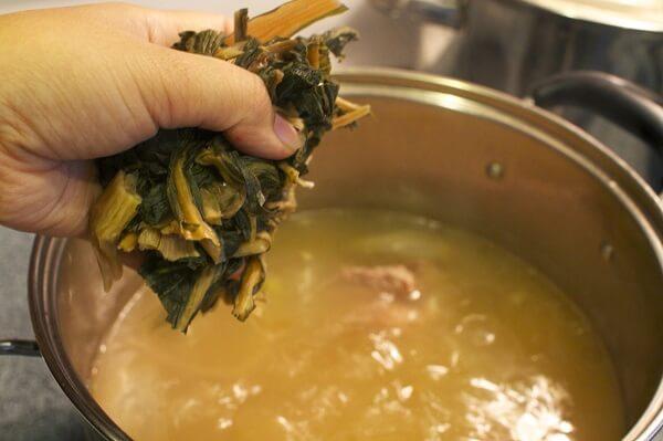 Một ít rau mùi khiến món canh của bạn đậm đà hương vị hơn.