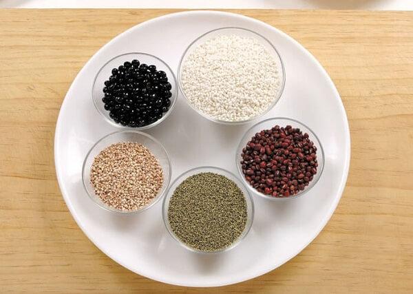 Nguyên liệu chính gạo nếp, đậu đen, hạt kê, hạt kê Châu Phi, đậu đỏ