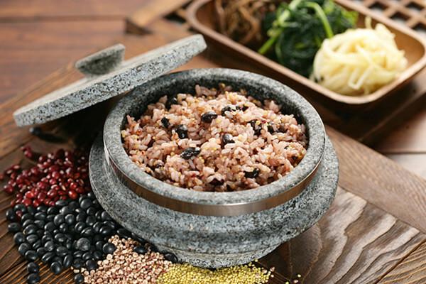 Cách nấu cơm đậu Hàn Quốc Ogokbap (오곡밥) ngon tại nhà chỉ 10 bước đơn giản