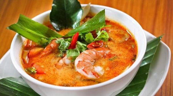 Đổi vị với cách nấu lẩu Thái cốt dừa (Tom yum)