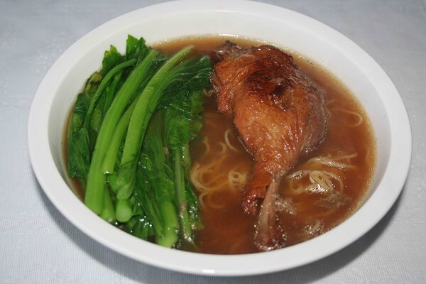 Cách nấu mì vịt tiềm bằng vịt quay ngon nhất, mì vịt tiềm thuốc bắc của người Hoa chỉ 5 bước đơn giản