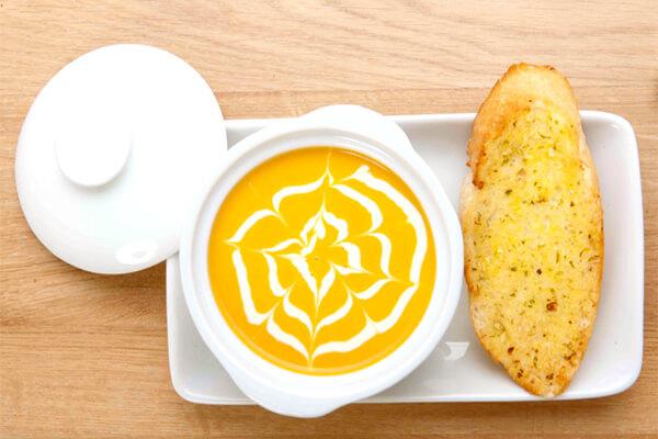 Cách nấu súp bí đỏ kem tươi cho bé ăn dặm thơm ngon đơn giản chỉ 30p tại nhà