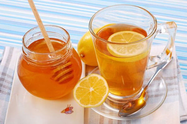 Nước chanh mật ong có thể dùng nóng hoặc thêm đá