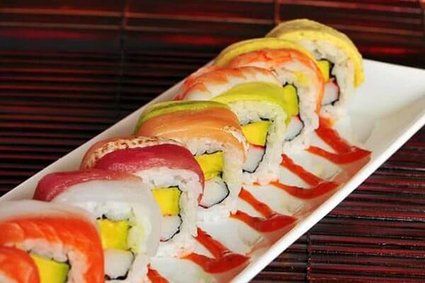 Sushi của TOKYO Deli trông cực kì hấp dẫn