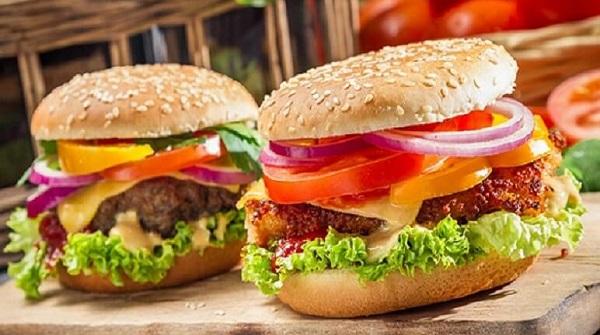 Chiếc bánh hamburger bò đã chinh phục được hàng triệu tín đồ ẩm thực