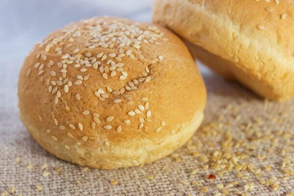 1-2 chiếc bánh mì tròn