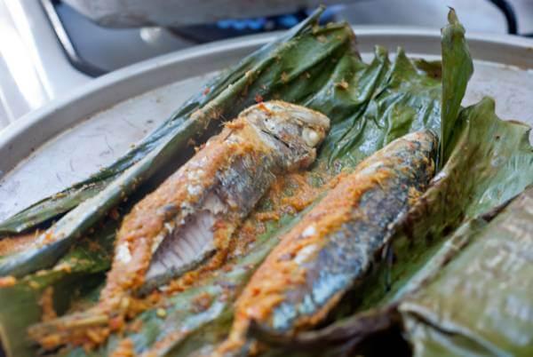 Cá nục nướng lá chuối