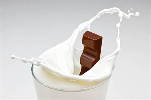 Sữa kết hợp cùng sô cô la sẽ ngăn cản cơ thể hấp thu canxi và khiến tóc dễ gãy.