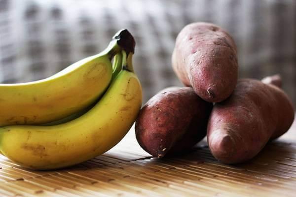 Khoai tây kết hợp với chuối có thể gây nên những mụn nhỏ trên mặt.