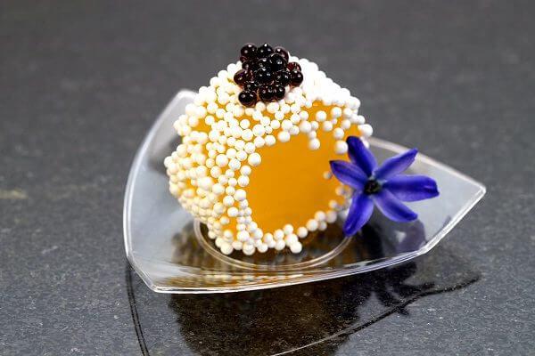 Nước ép hoa quả có thể ăn được nhờ kỹ thuật Spherification.