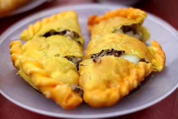 Bánh gối Hà Nội nổi tiếng nhất ở Lý Quốc Sư, Hoàng Tích Trí, Hàng Chiếu