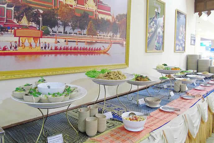 Tiệc buffet phong cách Thái tại Nhà hàng Buffet Con Voi Vàng