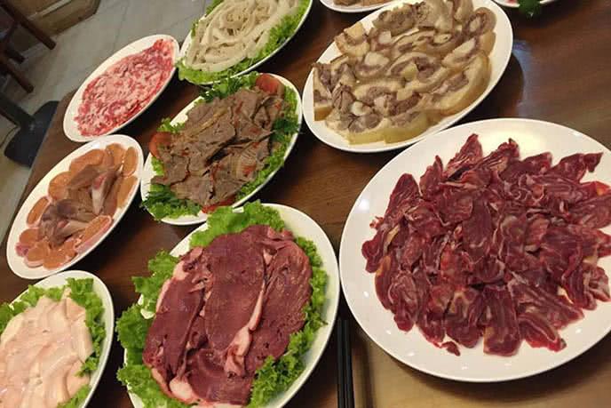 Nguyên liệu và lên đĩa chính là bí quyết về danh hiệu lẩu ngon Hà Nội của nhà hàng