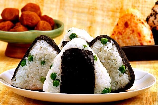 Hướng Dẫn Cách Làm Cơm Nắm Nhật Bản Onigiri Đơn Giản