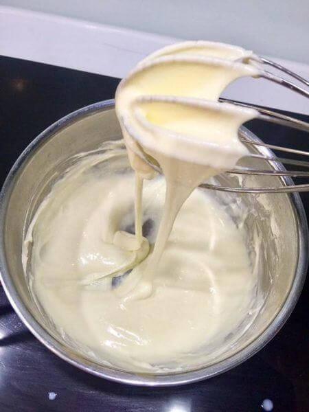Trộn phô mai làm nhân bánh mì chà bông phô mai