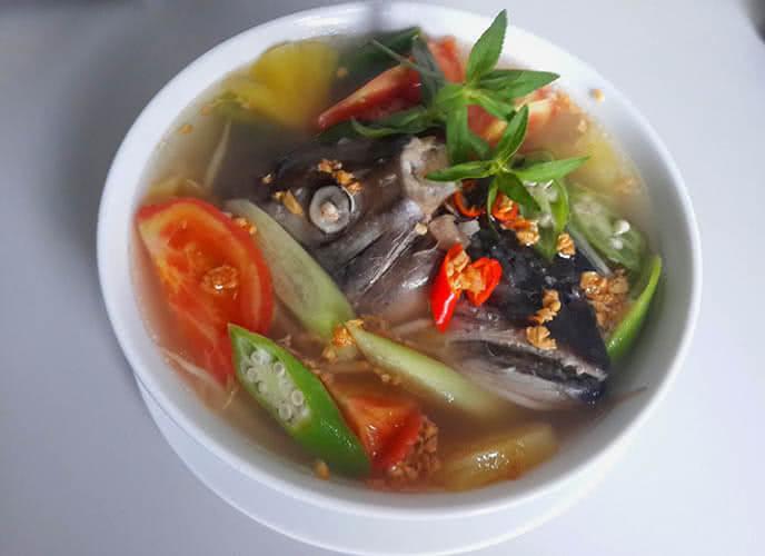Canh chua đầu cá hồi