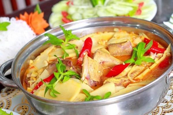 Cách nấu lẩu vịt măng cay