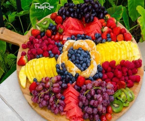 55+ cách trang trí món ăn bằng dưa leo, cà chua, cà rốt, bày đĩa trái cây hoa quả đẹp mắt, trang trí món nem rán 1