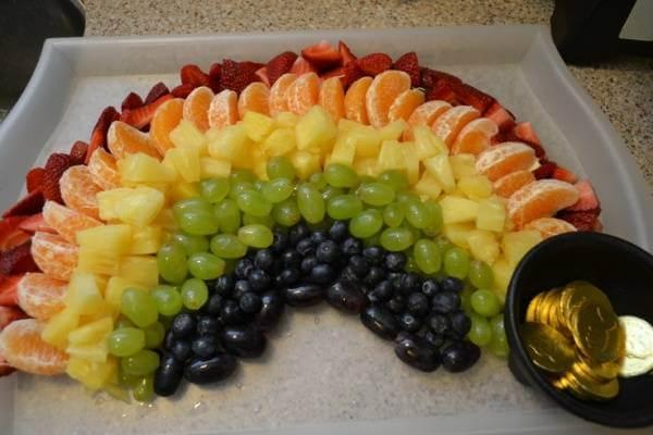 Một cầu vồng trái cây đầy sắc màu cũng là một ý tưởng không tồi nhỉ!