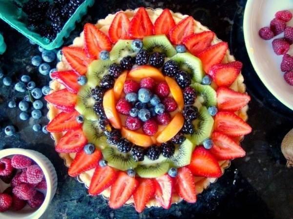 Thêm một mâm trái cây khổng lồ nhưng lần này lại là những cánh hoa mang đủ sắc màu trong một quy luật sắp đặt rất chỉn chu.