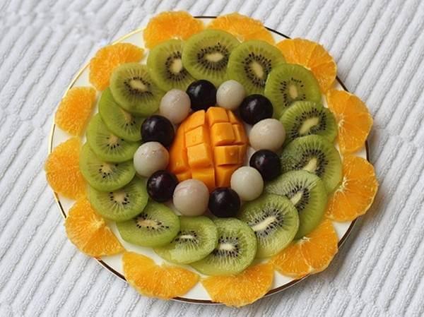 55+ cách trang trí món ăn bằng dưa leo, cà chua, cà rốt, bày đĩa trái cây hoa quả đẹp mắt, trang trí món nem rán 2