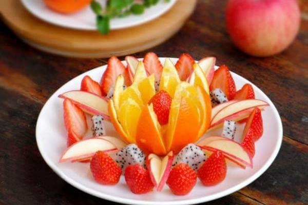 55+ cách trang trí món ăn bằng dưa leo, cà chua, cà rốt, bày đĩa trái cây hoa quả đẹp mắt, trang trí món nem rán 5