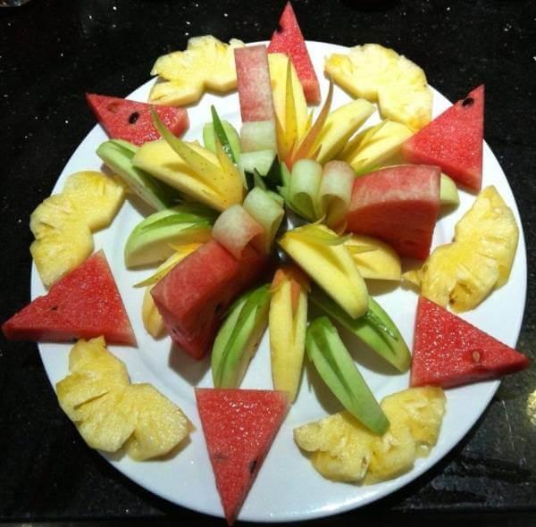 55+ cách trang trí món ăn bằng dưa leo, cà chua, cà rốt, bày đĩa trái cây hoa quả đẹp mắt, trang trí món nem rán 6