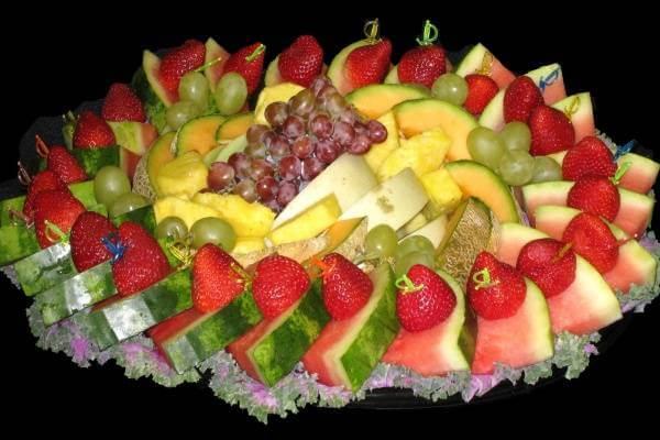 Vòng tròn của những trái dâu đỏ thắm và những miếng dưa hấu mát lạnh, ai muốn phá vỡ nào?