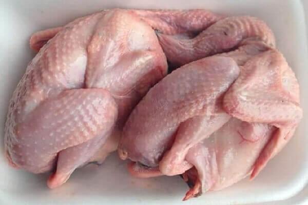 Không mua thịt chim làm sẵn bày bán ở các hàng thịt gà