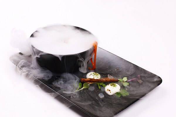 Món ăn trở nên mới lạ và khác biệt nhờ sự kết hợp giữa Hóa học – Vật lý – Ẩm thực.
