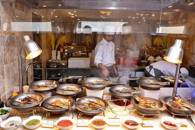 Từ các loại hải sản tươi ngon đa dạng, đến các món ăn truyền thống đầy hương vị chắc chắn sẽ để lại những dư vị khó phai trong lòng thực khách