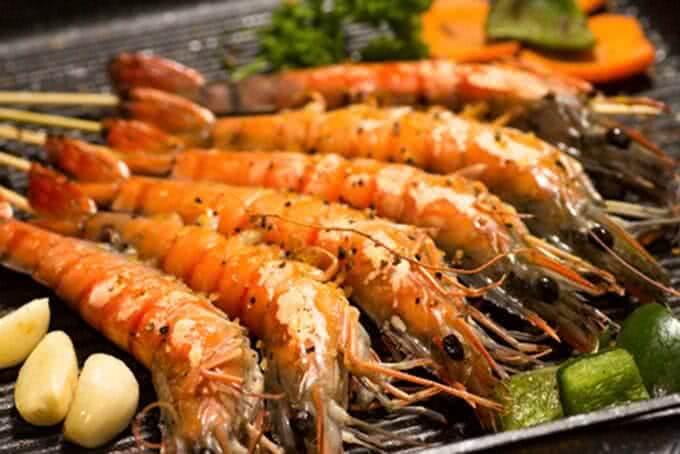 Món ăn nào tại nhà hàng buffet hải sản Hà Nội L'annam Buffet cũng được trình bày nghệ thuật thế này