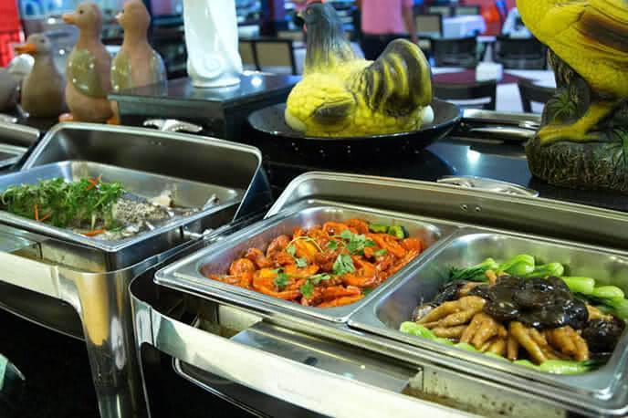 Tiệc buffet hấp dẫn tại Sài Gòn