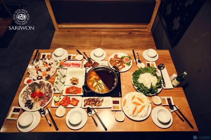 Bàn lẩu hấp dẫn tại nhà hàng Sariwon