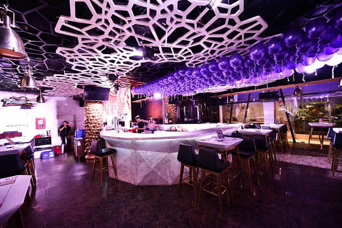 Không gian sang trọng của Hoàng Triều beer club