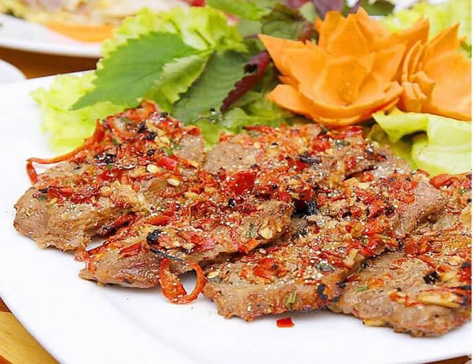 Bò tơ nướng muối ớt là món ăn không thể bỏ qua